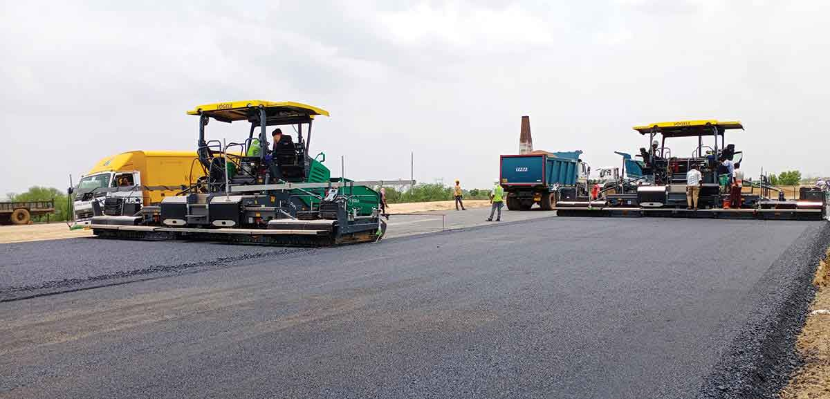 ECHELON Paving at Delhi-Mumbai Expressway with VÖGELE Super 1800-3 Pavers Impressively Wide Incredibly Accurate