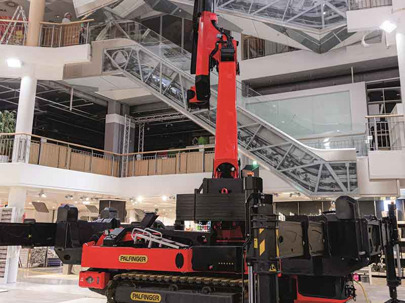 PALFINGER PCC 57.002 crawler cranes - Ideal in tight spots; Perfect for indoor jobs