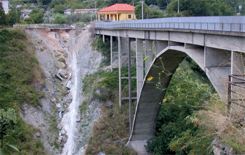 Bridge Over Corace River in Gimigliano Municipality: Urgent Traffic Rehabilitation