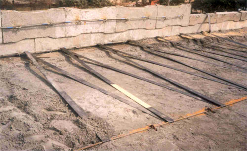 Use of Geosynthetic Material For Reinforced Earthwall