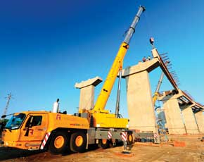 Manitowoc's Grove GMK6300L Cranes Building Roads in Rajasthan