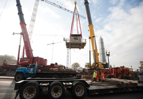 Dual Manitowoc's Grove GMK7550s Lift Historic Relics for Smithsonian Museum