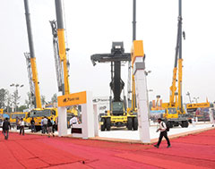 TIL launches new cranes & reach stacker at Excon 2017