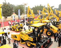 L&T unveils 3 new machines for Road Construction at Excon 2017
