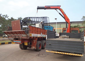 Truck mounted knuckle boom crane