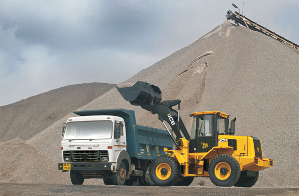 Wheel Loaders: Makers Work Hard to Retain Business