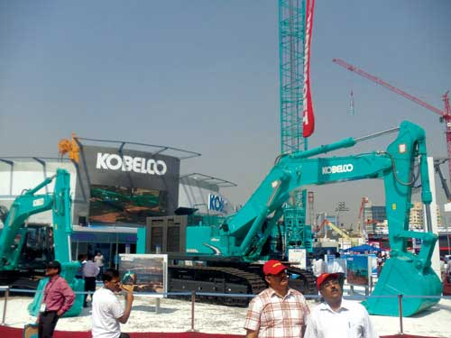 Kobelco's CKE 2500 hydraulic crawler crane