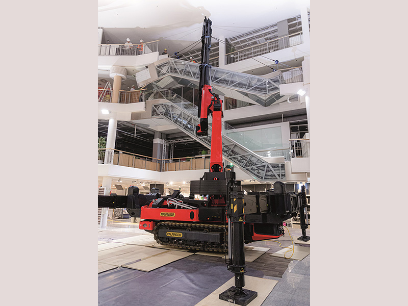 PALFINGER PCC 57.002 crawler cranes Ideal in tight spots; Perfect for indoor jobs